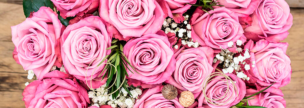 The meaning behind the number of roses you give in a bouquet