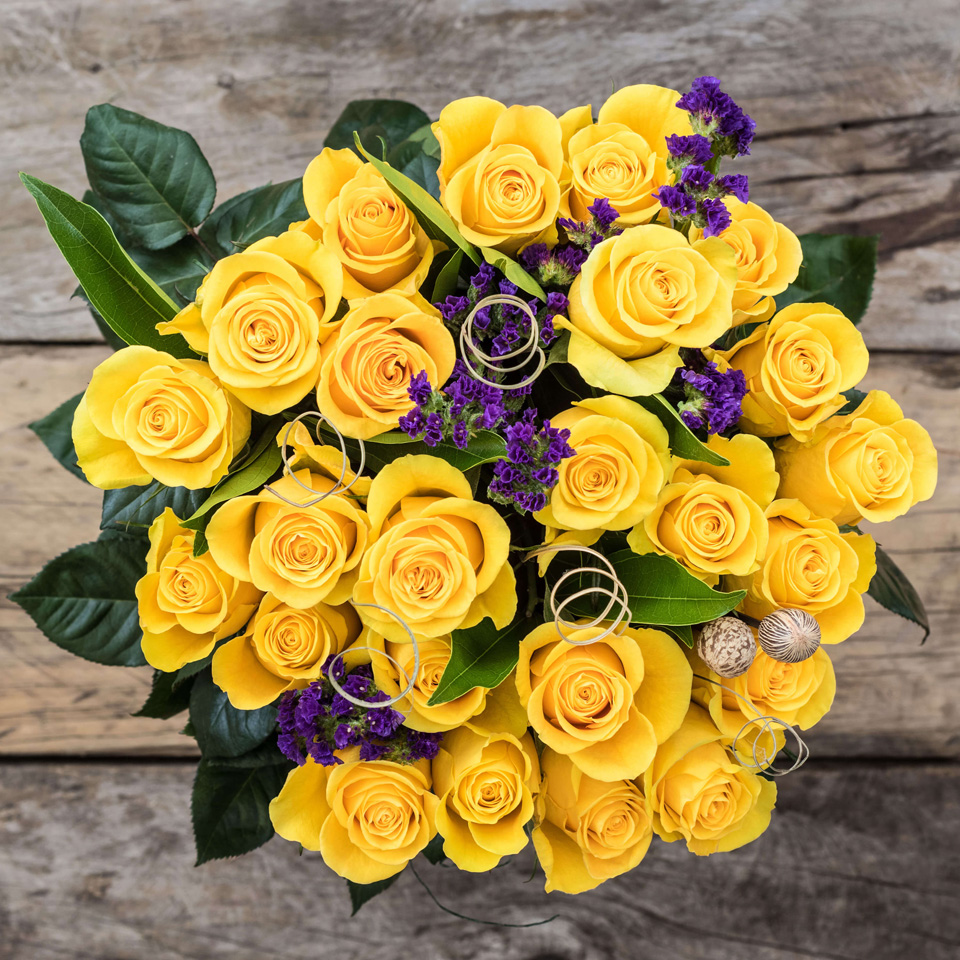 Sunrise Gleam: Yellow Roses - Exotic flowers from Ecuador