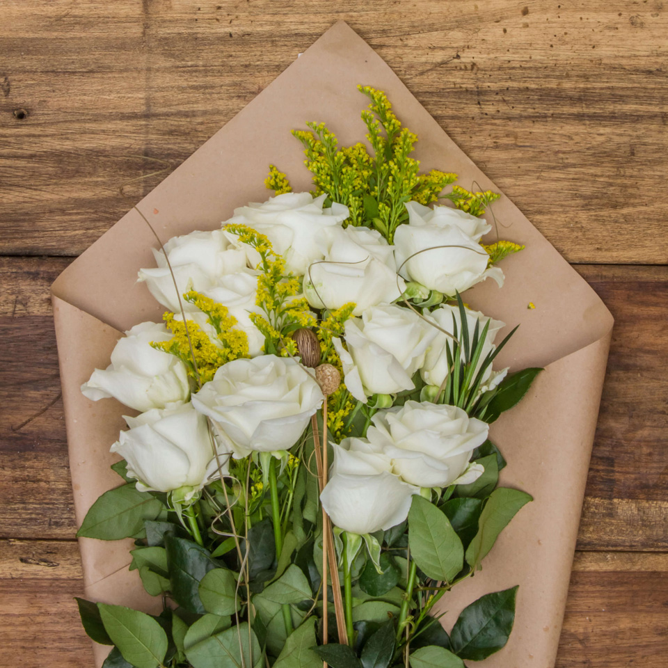 Pearly Drops White Roses Exotic Flowers From Ecuador